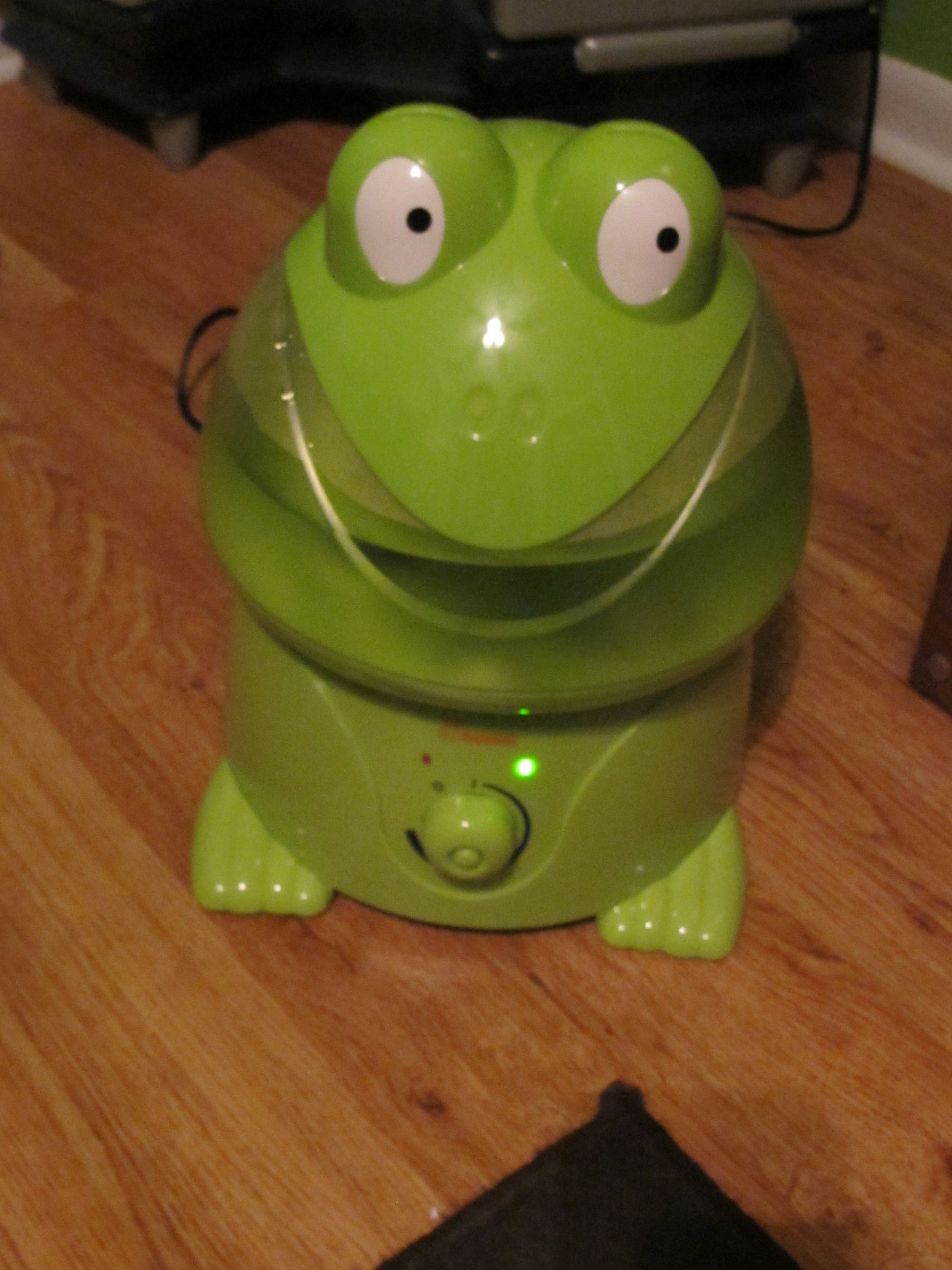 an adorable Crane Frog Humidifier! Life with Captain Fussybuckets #61B417