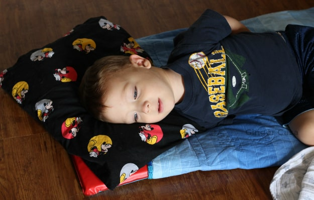 easy to sew mickey mouse pillowcase