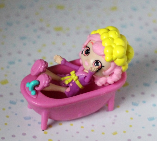 shopkins happy places bubbleisha bathtub