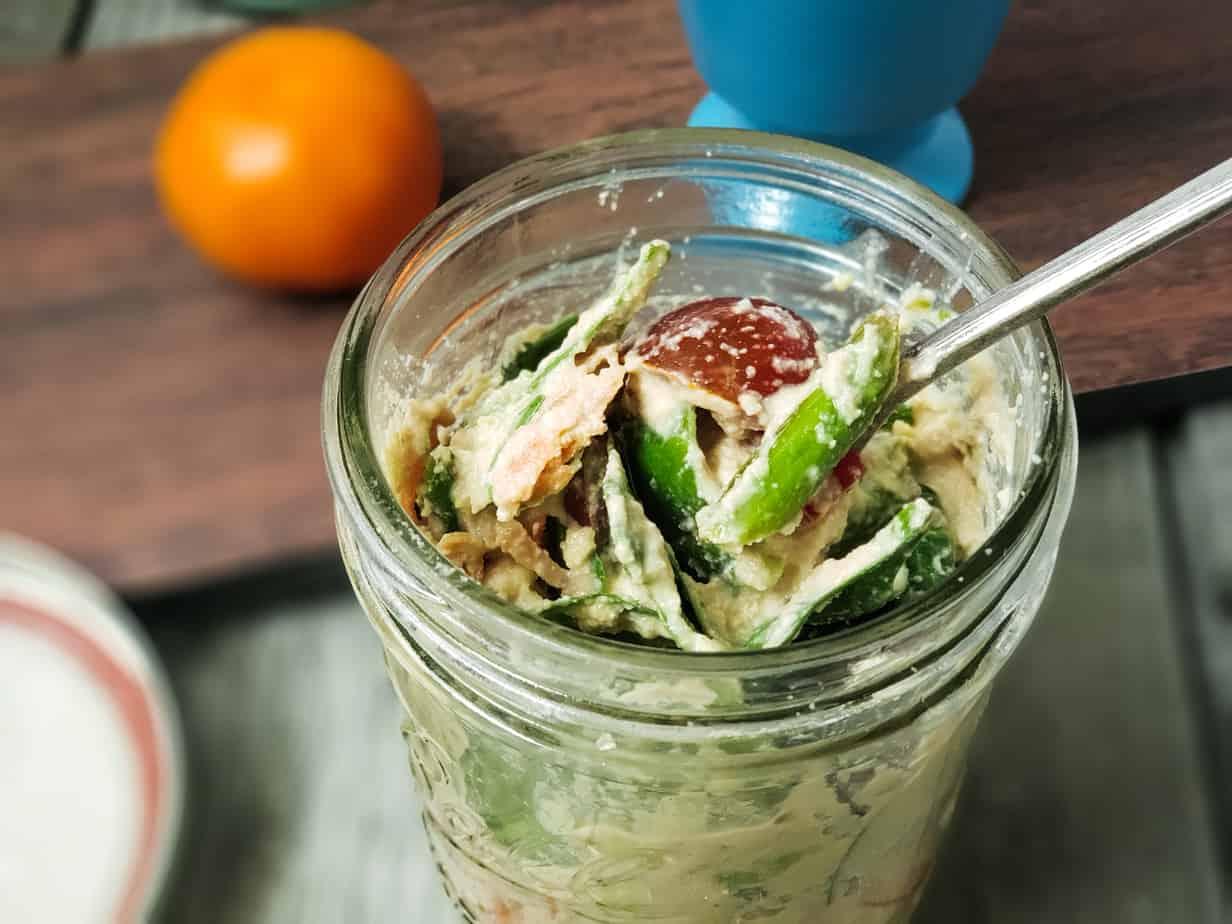 cashew aoli mason jar salad