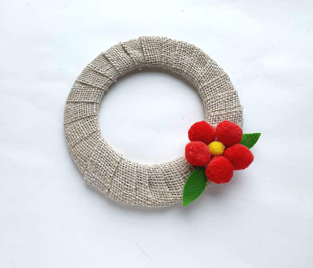 flower pom pom wreath tutorial