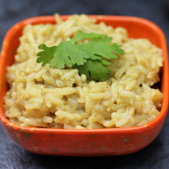 Simple 15 Minute Green Enchilada Rice (Arroz Verde)