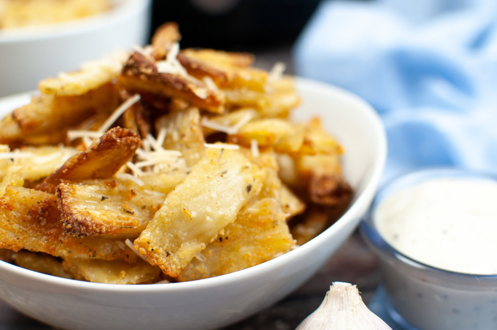 air fryer garlic pasta chips