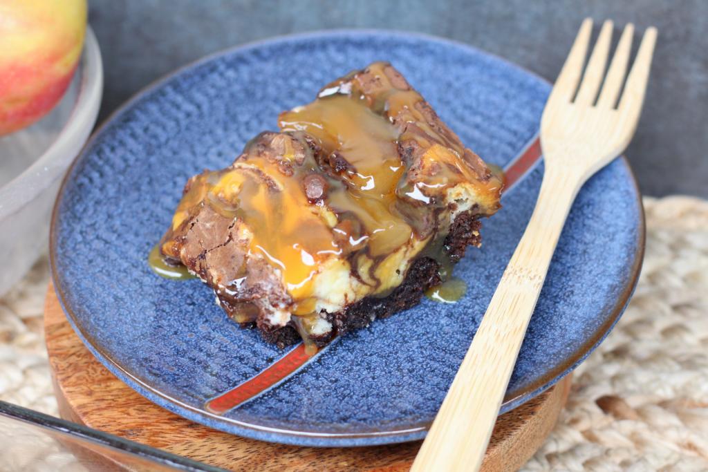 caramel apple cheesecake brownies